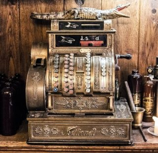 Ouderwetse kassa (cc - Pixabay - hrohmann)