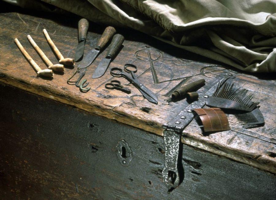 De luizenkam van VOC-schip Amsterdam, rechts op de foto (Scheepvaartmuseum)