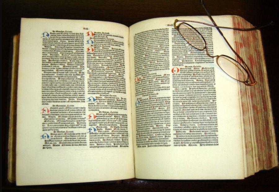 Kopie van de Canon van de Geneeskunde (Al-Qanun fi al-Tibb) in het Latijn uit 1484 (wiki - Zereshk)