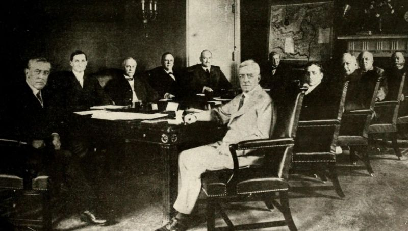 "Woodrow Wilson en zijn kabinet in ""the Cabinet Room"""