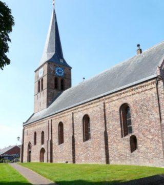 De middeleeuwse kerk van Ulrum (cc - Drewes)