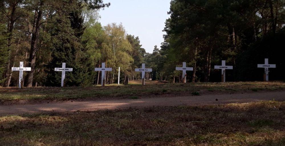Zeven kruizen die symbool staan voor de Erevelden op Java (Historiek)