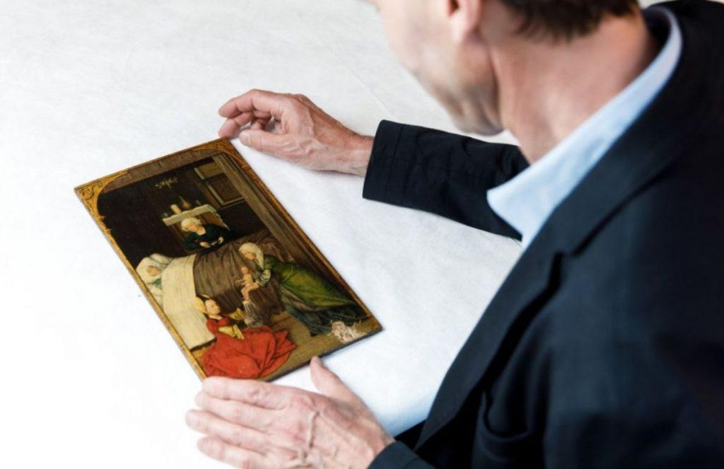 Friso Lammertse met gestolen schilderijtje uit Museum Boijmans Van Beuningen