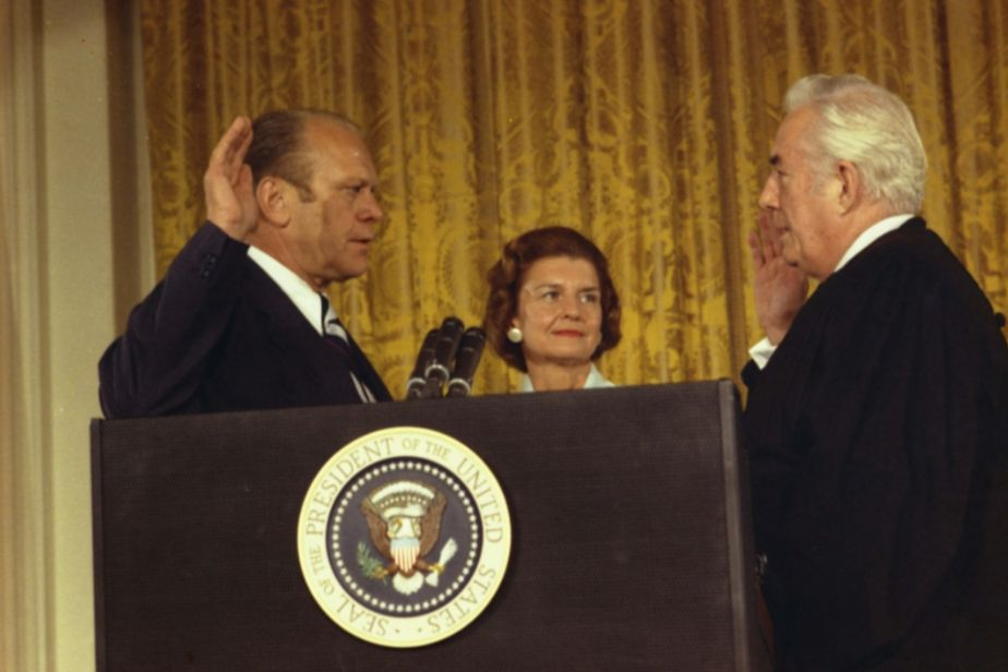 Gerald Ford wordt ingezworen als 38e president van de Verenigde Staten (White House Press Office)