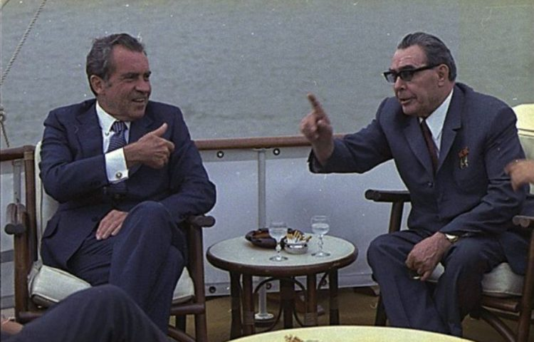 Détente - Ontspanning tijdens de Koude Oorlog, Nixon en Brezhnev (cc - White House Photo Office)