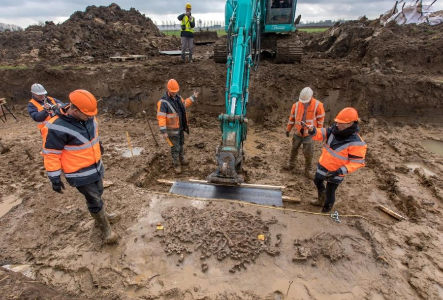 Opgraving van het familigraf (RMO - Jan Bouwhuis)