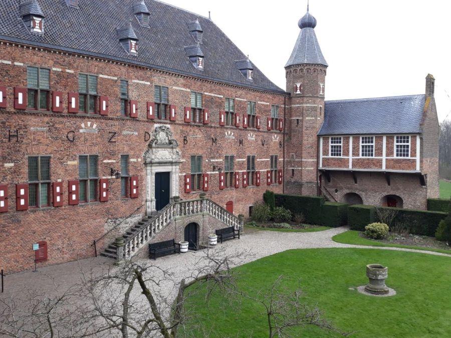 Zicht op de hoofdburcht van Huis Bergh (Foto Historiek)