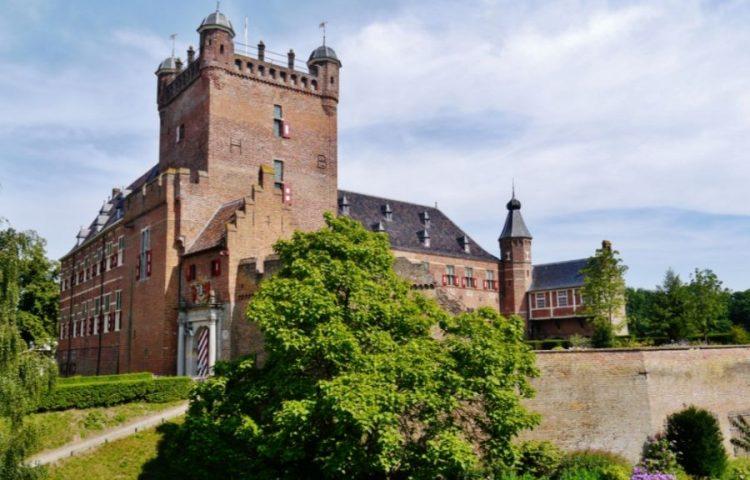 Huis Bergh - Een middeleeuws kasteel in 's-Heerenberg (cc - Zairon)