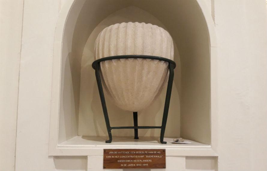 Urn met as uit concentratiekamp Buchenwald (Historiek)