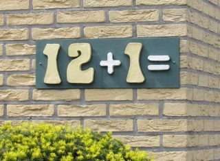 Huisnummer 12+1 in Apeldoorn (Publiek Domein - wiki)