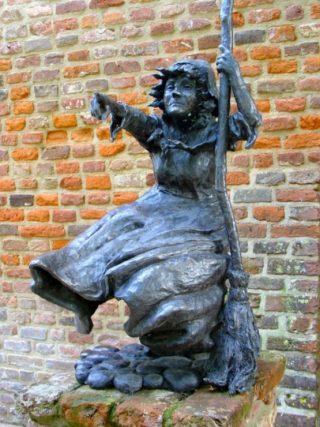 De heks van 's-Heerenberg (Mechteld ten Ham) door Patrick Beverloo (wiki - Gouwenaar)