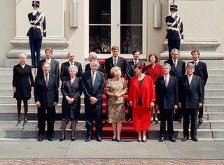 Bordesscène van de ministers van het kabinet-Kok II, 3 augustus 1998 (Rijksoverheid)