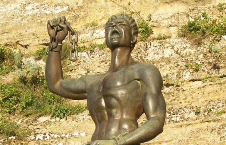 Een standbeeld van Eunus te Enna op Sicilië. (cc - Eannatum)