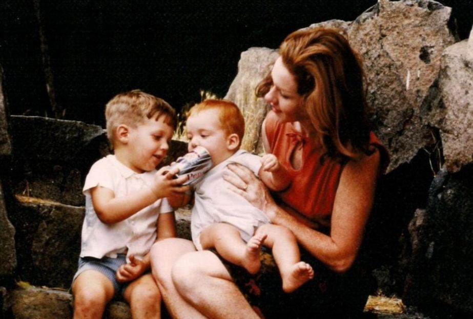 Moeder met kinderen (cc -wiki)