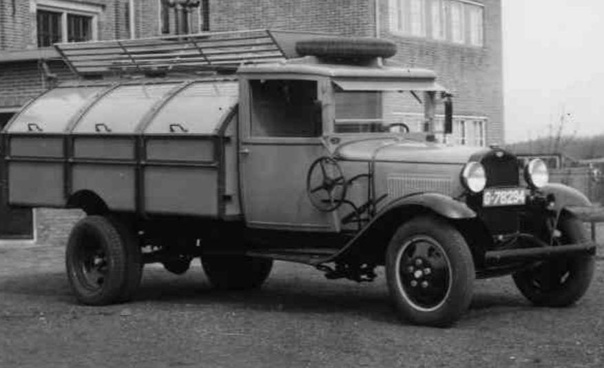 Vuilniswagen uit 1932 (Streekarchief Gooi en Vechtstreek)