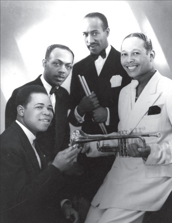 Kid Dynamite, Jules Zeegelaar, Lou Holtuin en Mike Hidalgo op een publiciteitsfoto uit 1943 Collectie NJA