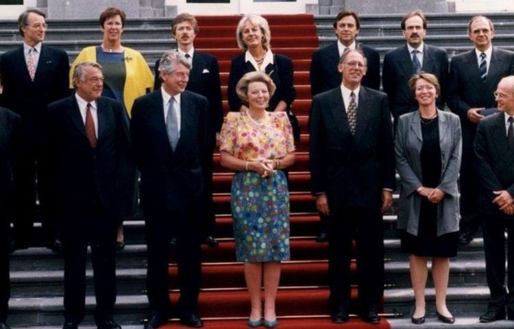 Kabinet Kok I, met in het midden koningin Beatrix bij Huis, 22 augustus 1994 (cc - Rijksoverheid)