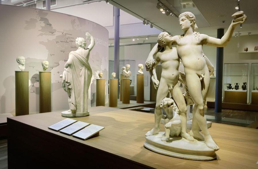 Klassieke beelden op de tentoonstelling