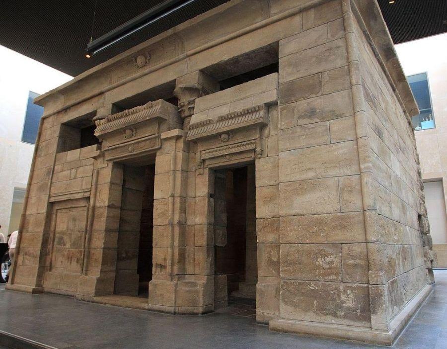 De Egyptische Tempel van Taffeh, nu in het Rijksmuseum van Oudheden.