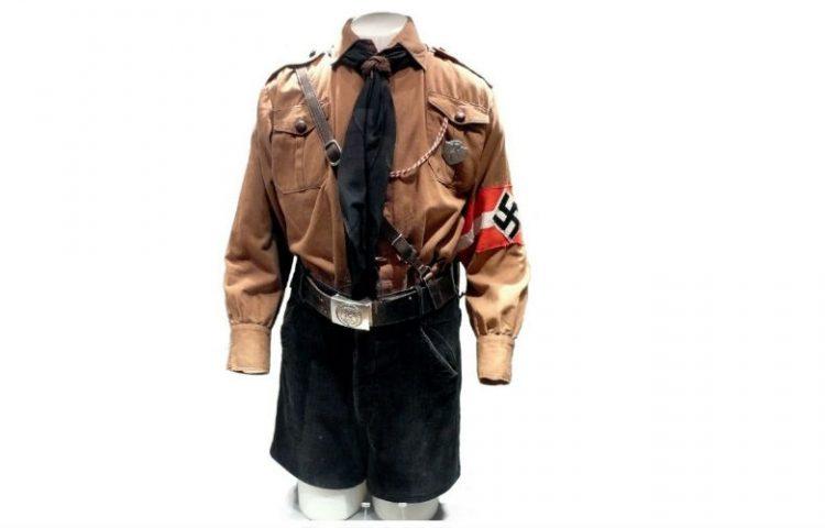 Uniform van De Hitlerjugend (JP - Hitlers Derde Rijk in 100 voorwerpen)