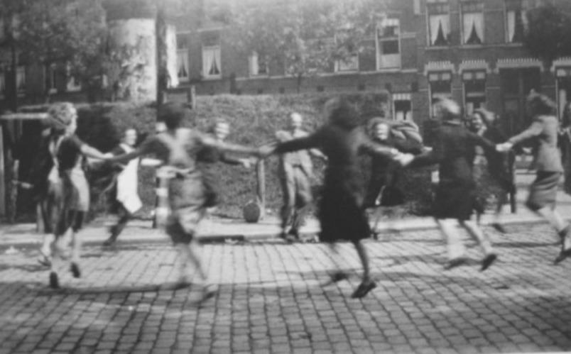 Dolle Dinsdag op het Willebrordusplein in Rotterdam (Publiek Domein - wiki)
