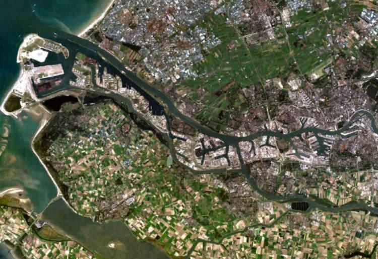 Satellietopname van de Europoort (Publiek Domein - wiki)