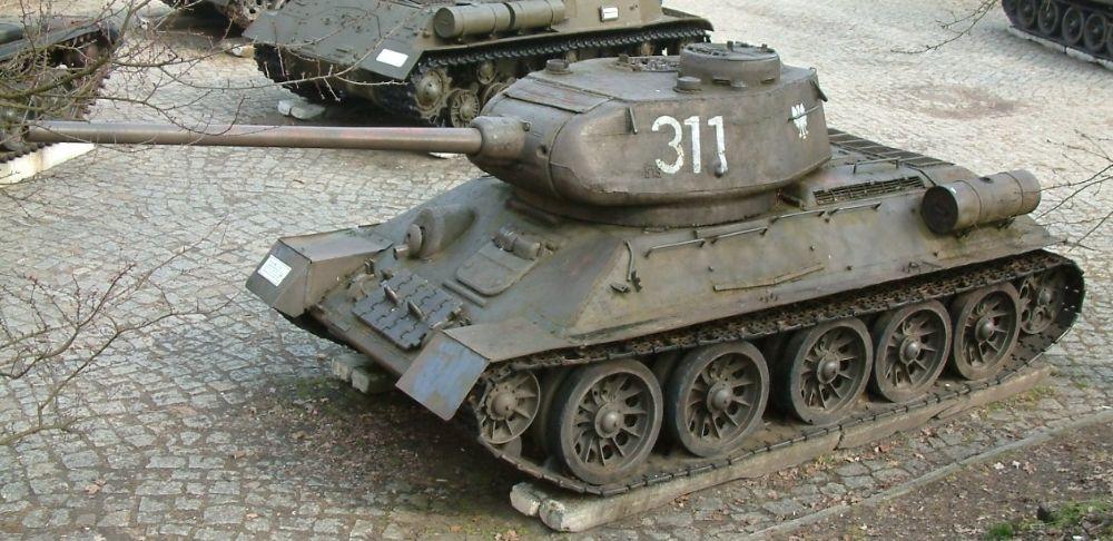 Sovjet-tank T-34-85 (cc - Radomil)