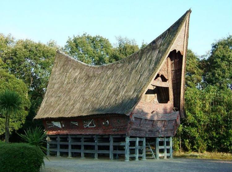 Traditioneel Batak-huis (cc-wiki)