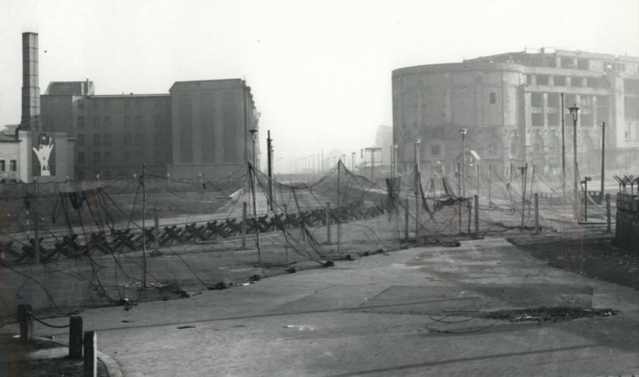 Versperring op de Potsdamer Platz, 1961 (cc - Bundesarchiv)