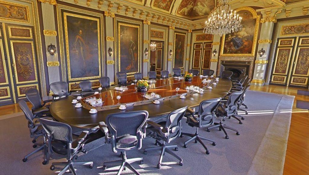 Wat is het verschil tussen een minister en een staatssecretaris? - Trêveszaal op Google Street View