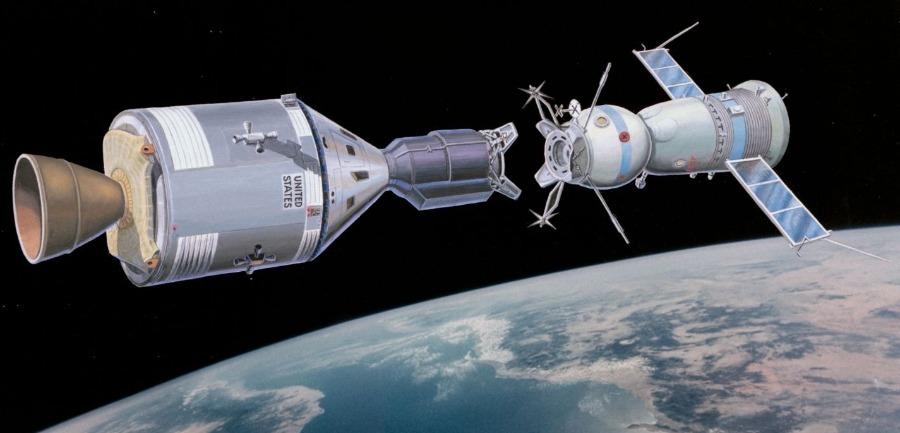 De koppeling van de Apollo en de Sojoez ruimtecapsules op 15 juli 1975 wordt beschouwd als het einde van de ruimtewedloop. - NASA