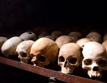 Schedels van slachtoffers van de Rwandese genocide van 1994 in Nyamata (cc - Inisheer)