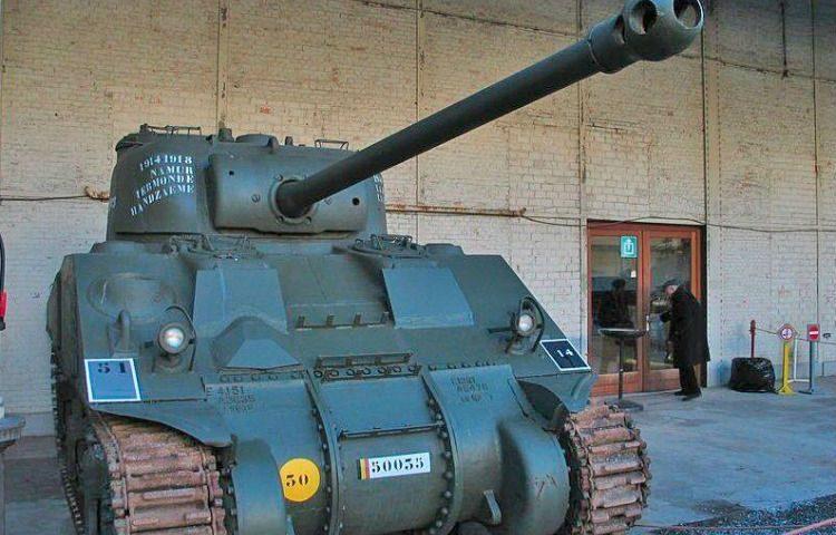 Sherman Firefly in het Koninklijk Museum van het Leger en de Krijgsgeschiedenis te Brussel (cc - wiki)