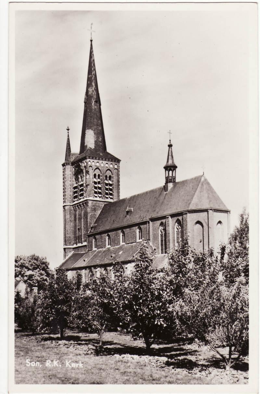 De laatgotische kerk van Son voor de fatale brand van 29 december 1958 (ansicht)