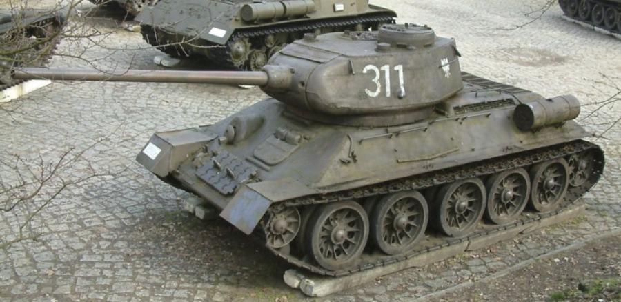 T-34-85 (CC BY-SA 3.0 - Radomil - wiki)