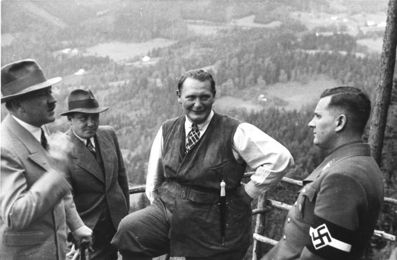 Hitler, Bormann, Göring en Baldur von Schirach op de Obersalzberg, 1936 (Bundesarchiv, B 145 Bild-F051620-0043 / CC-BY-SA 3.0)