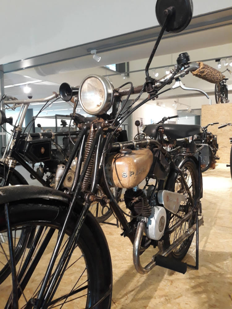 Vroeg model Sparta-motorrijwiel, te zien bij CODA (Foto Historiek)