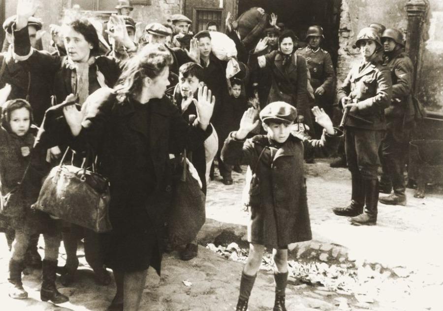 Een van de bekendste foto's uit het Strooprapport (Publiek Domein - Wiki)