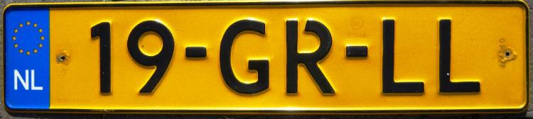 Geel Nederlands kenteken (CC BY-SA 3.0 - Dickelbers - wiki)