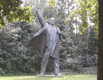 Het Lenin-beeld in Oost-Groningen (Foto Historiek)