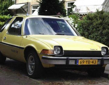 Nederlandse auto met kenteken (CC BY 2.0 - Dennis Elzinga - AMC Pacer X - wiki)