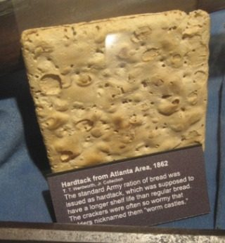 Scheepsbeschuit in een museum (CC BY-SA 3.0 -  Infrogmation - wiki)