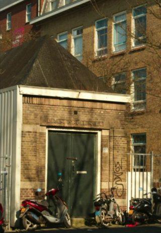 Spuithuis aan de Sikkelstraat in Rotterdam (Foto Marian Groeneweg)