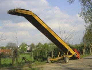 Jakobsladder die gebruikt wordt aardappelen in een vrachtwagen te storten. (CC BY-SA 3.0 - wiki)