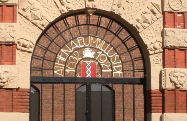 Athenaeum Illustre en Illustere School - Toegangspoort in Amsterdam (Publiek Domein - wiki)
