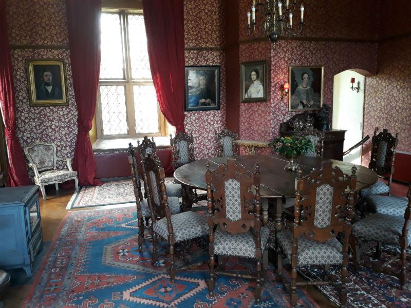 Kasteel Vorden, de ronde tafel is ooit kado gedaan door prinses Beatrix (Foto Historiek)