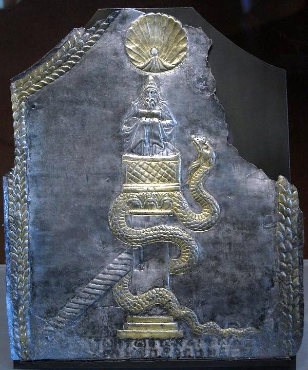 Zevende-eeuwse afbeelding van Simeon de Styliet. De weergave van de pilaar is vermoedelijk accuraat: het zal zijn gegaan om een platform van een vierkante meter waarop hij moet hebben kunnen zitten. De slang staat voor de machteloze duivel; de schelp herinnert aan de apsis waarover ik al eens blogde. (Louvre, Parijs)