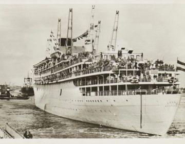 Het passagiersschip ms Oranje van de Stoomvaartmaatschappij 'Nederland' bij de aankomst in Amsterdam. Foto van Willem Job uit 1946 (Scheepvaartmuseum)