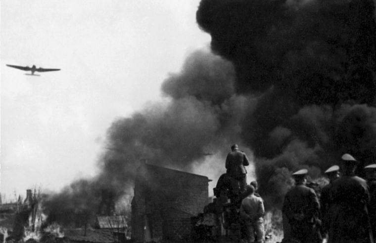 Blitzkrieg - Duitse bommenwerper boven Warschau (Publiek Domein - wiki)