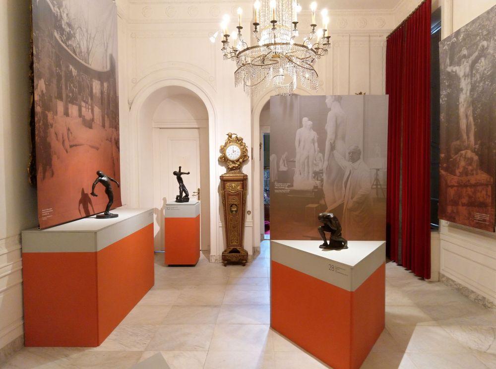 Expositieruimte in Huis Doorn. Het werk rechts en in het midden is van Georg Kolbe. (Foto Kevin Prenger)